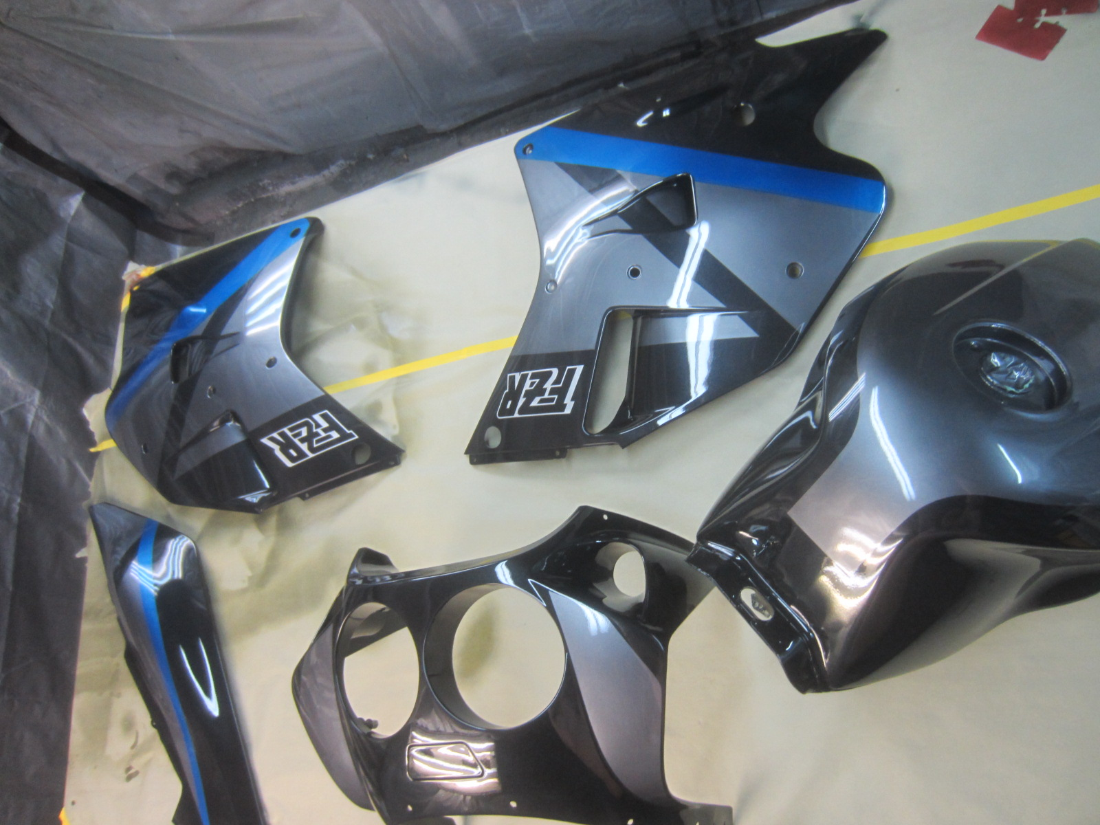 1990 FZR1000 Stock fairing and color scheme repair. Everything is done in paint accept our in-house